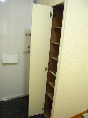 レオパレスプレズィール 101号室の収納