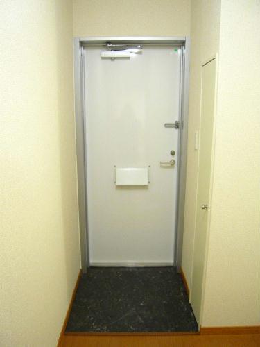 レオパレスプレズィール 101号室の玄関