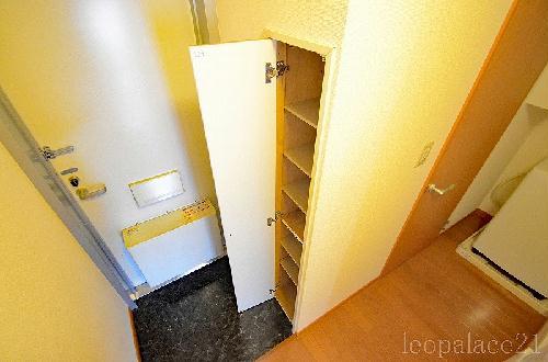 レオパレスシェドゥーブル 103号室の居室