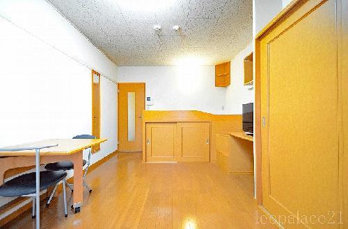 レオパレスシェドゥーブル 103号室のリビング