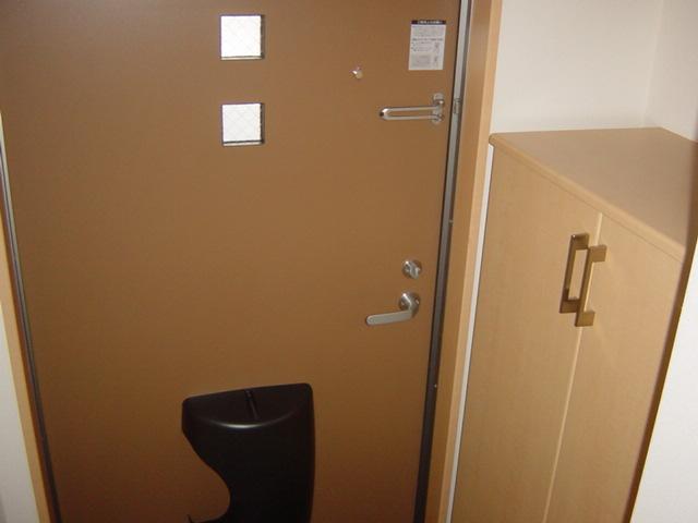 Grace 202号室の玄関