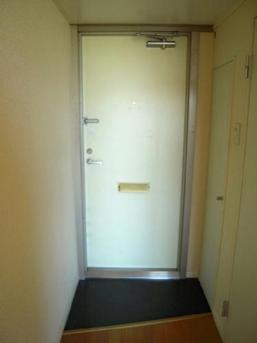 レオパレスケイツハイムC 102号室の玄関