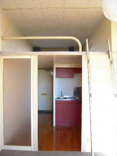 レオパレスケイツハイムC 102号室のリビング
