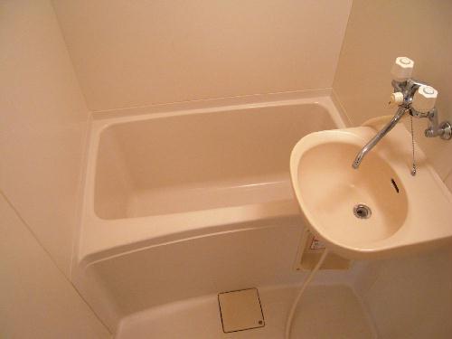 レオパレスケイツハイムC 102号室の風呂