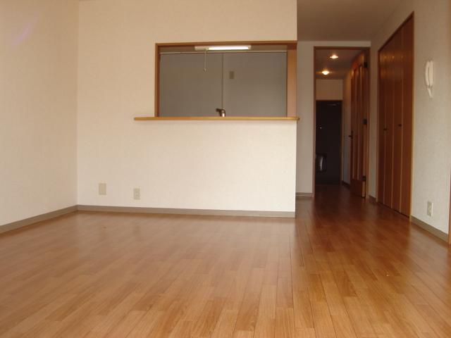 グランディール星の宮 201号室のリビング