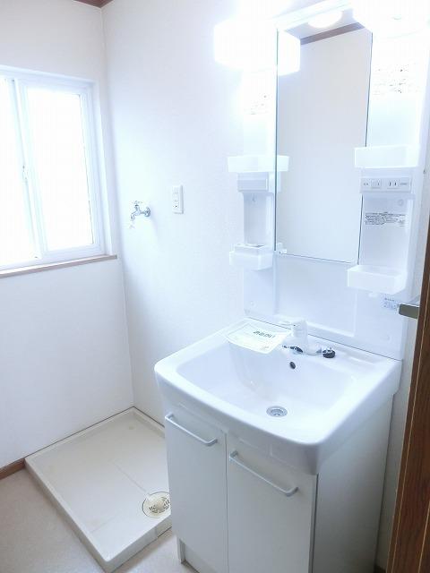 ジャルディーノ・K 01030号室の洗面所