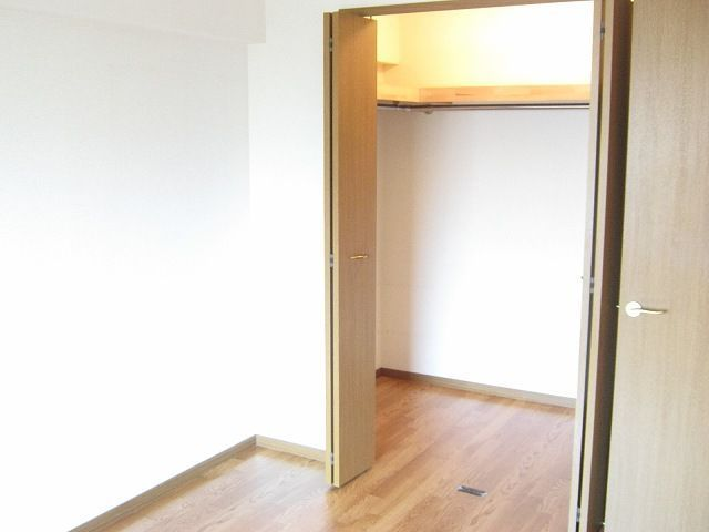 ラ・コモード 03030号室の収納