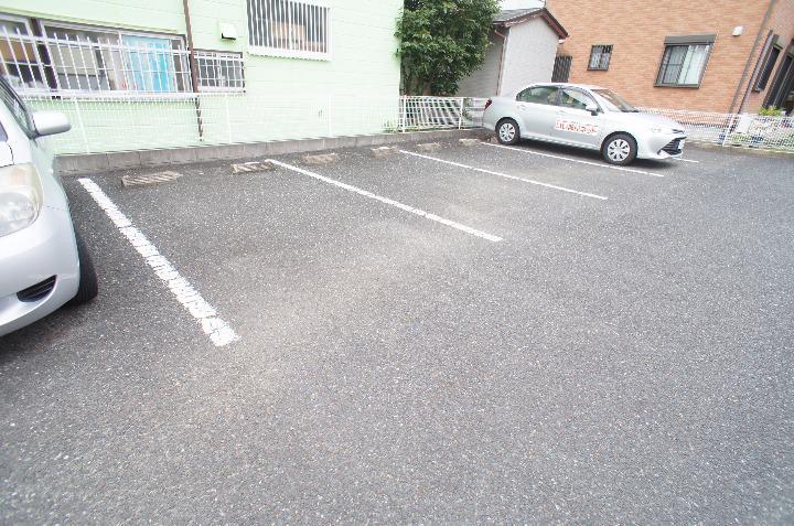 グランシェーヌ 02020号室の駐車場