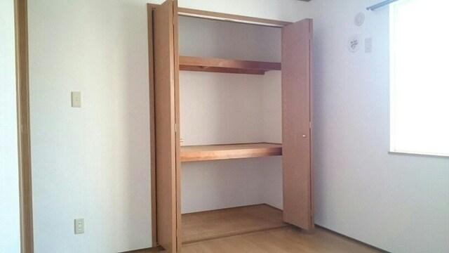 プレミアージュA 01030号室の収納