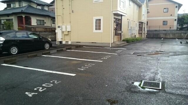 プレミアージュA 01030号室の駐車場