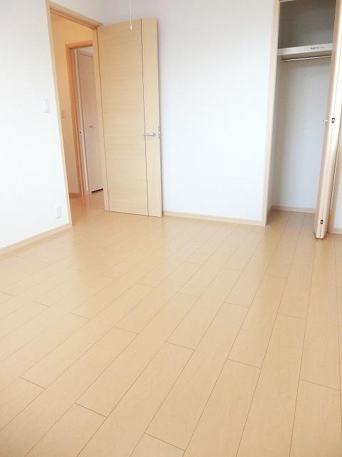 メゾン・ハピネ 02010号室の収納