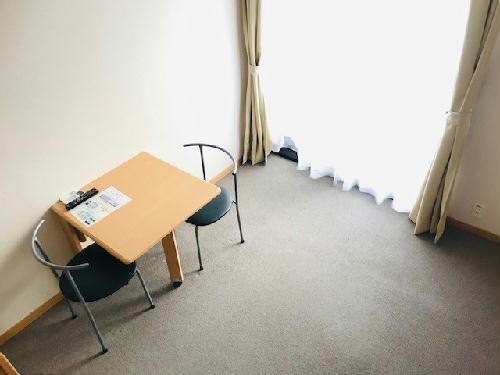 レオパレスブルーリヴィエール 302号室のリビング