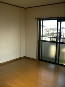 Kアパートメント 103号室のリビング