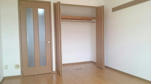 ベルウッドS 02040号室の収納