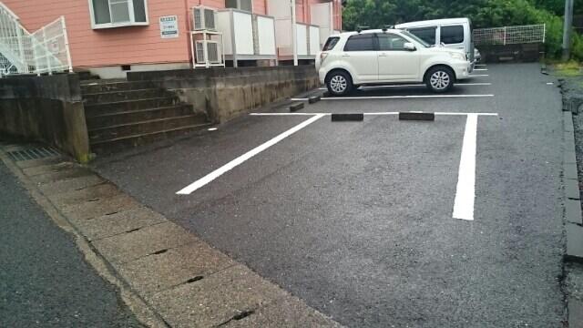 アーククロス 02020号室の駐車場