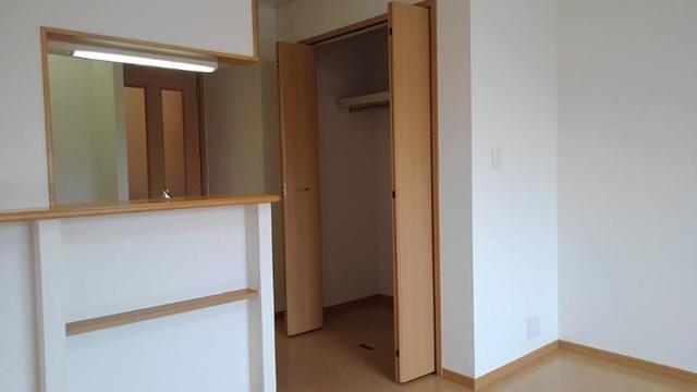 ポルト・エスポワ-ル 01020号室の収納