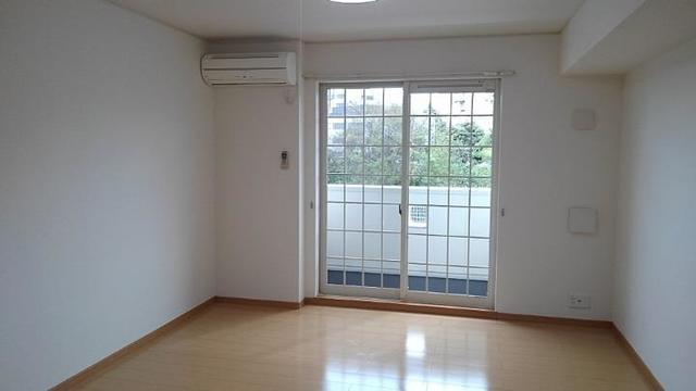 ポルト・エスポワ-ル 01020号室のリビング