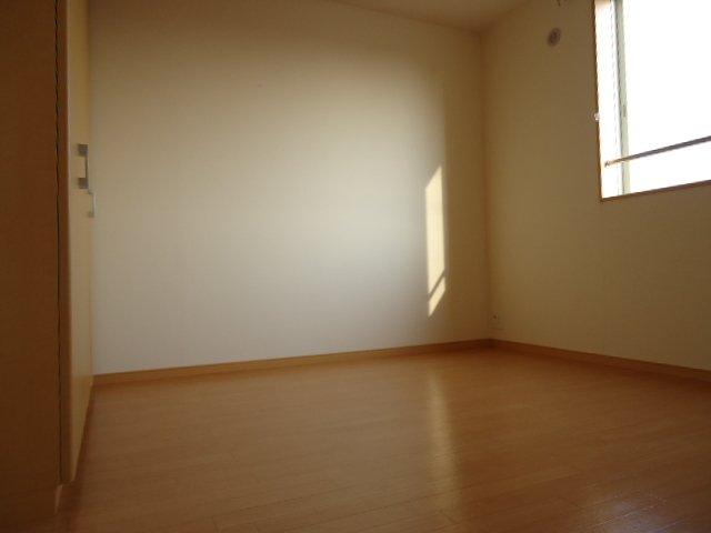 エバーハイム 205号室の居室