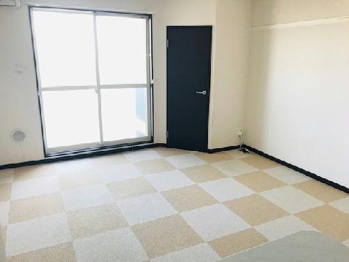 レオネクストアルメリア 204号室のリビング