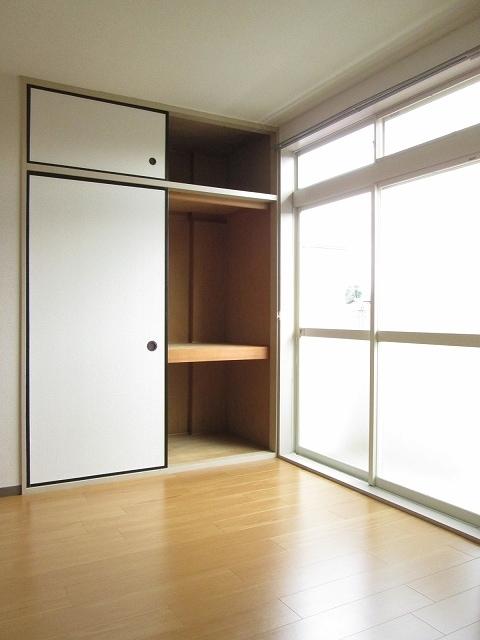 プリティハウスA 02040号室のリビング