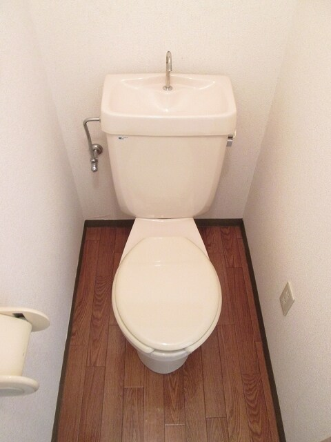 プリティハウスA 02040号室のトイレ