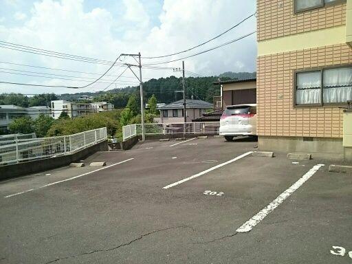 グレースフル 02020号室の駐車場