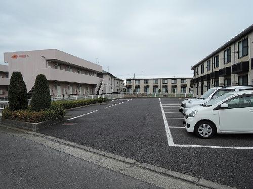レオパレスHARU B 101号室の駐車場