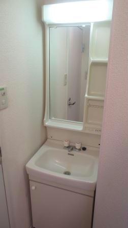 レオパレスボヌールエスパースE 102号室の洗面所