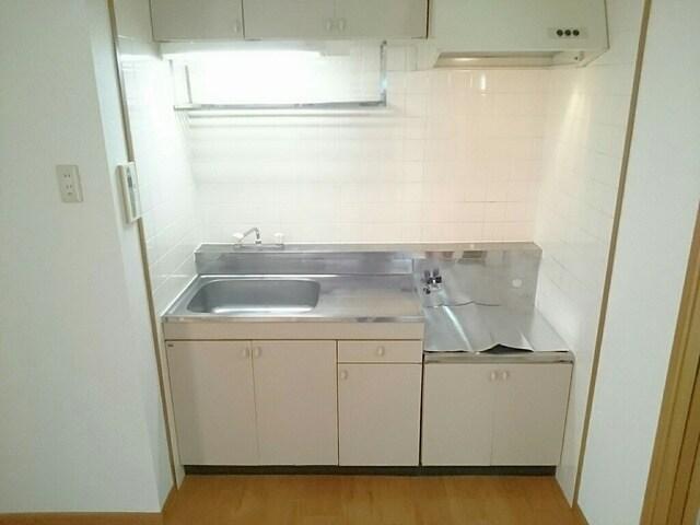 さくらんぼハイツ 01030号室のキッチン