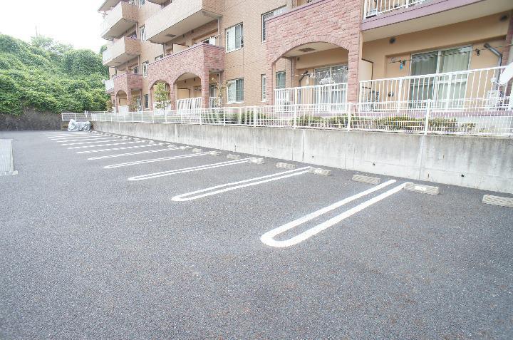 カイラス・ドルフ 03020号室の駐車場