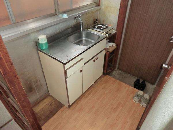 林荘 2-2号室のキッチン