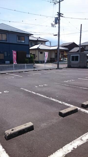 マリッチ高嶋 02040号室の駐車場