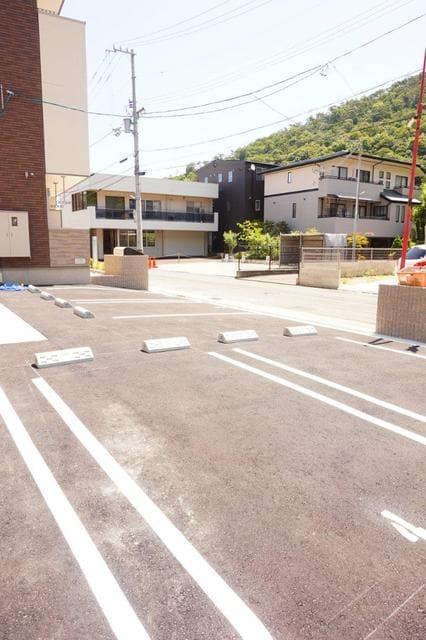 ディアコート 宮脇 01020号室の駐車場