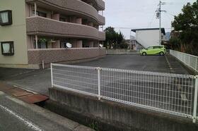 ブルーベルSAITO 403号室の駐車場