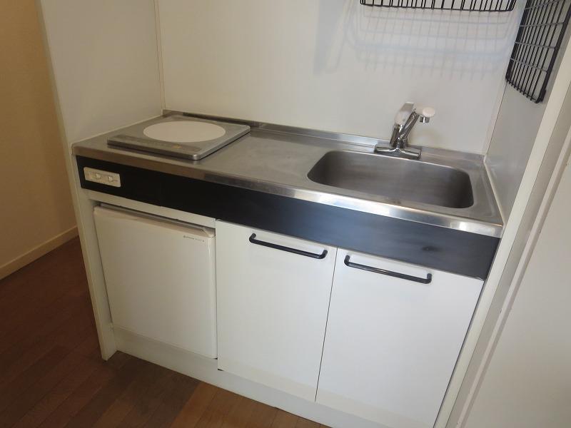 ルーニィ雪ヶ谷 104号室のキッチン