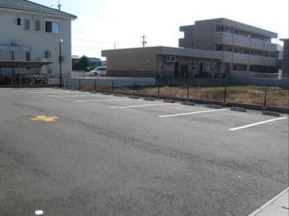 WIZARD 05010号室の駐車場