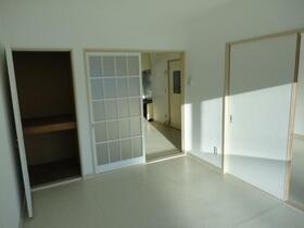 ベルハイツNo.5 206号室のリビング