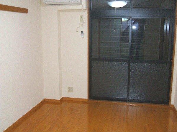 グリーンコーポ勝部 205号室のリビング