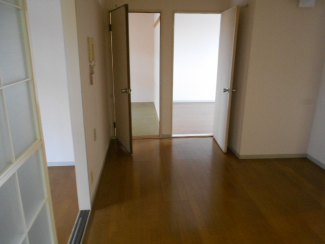 ライフタウン高幡 201号室の居室