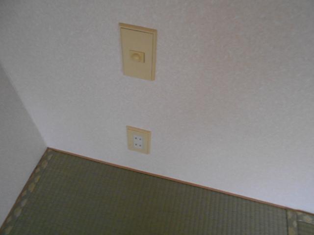 ライフタウン高幡 201号室のリビング