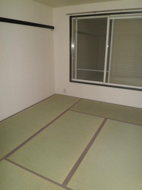 アルカディアプラック B101号室の居室
