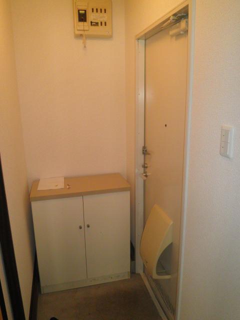 アルカディアプラック B101号室の玄関