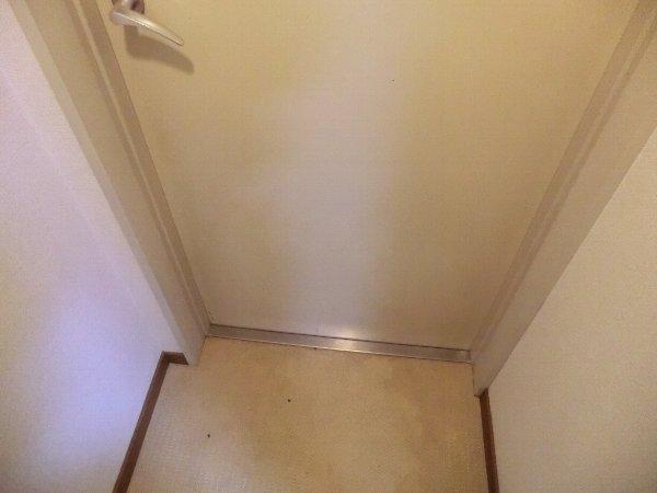 ジャカランダ 203号室の玄関