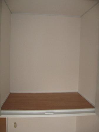 ドルフィン 102号室の収納