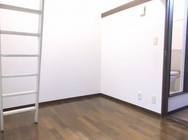 レザン浜田山 103号室のリビング