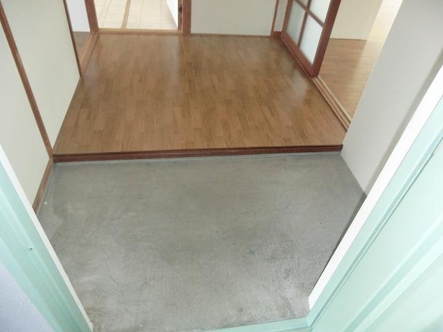 坪田ハイツ 301号室の玄関