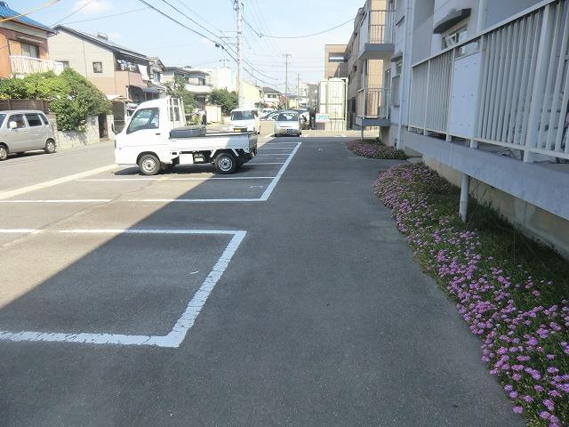 坪田ハイツ 301号室の駐車場