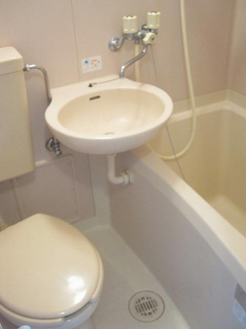 メゾンドフローラ 202号室の風呂