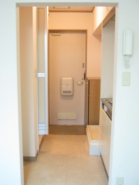 メゾンドフローラ 202号室の玄関
