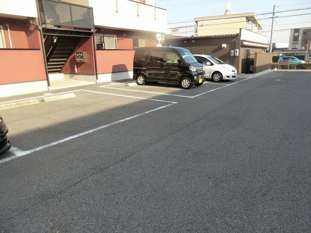 タウニー作野 B 202号室の駐車場